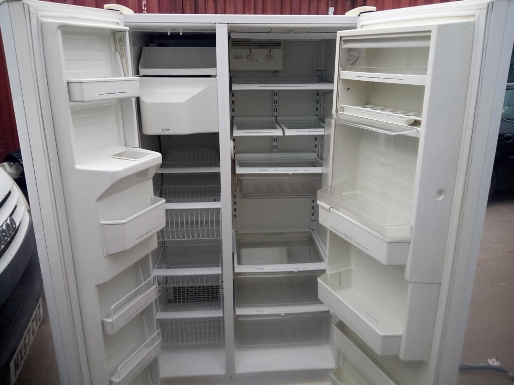 Amana Fridge Freezer - UK used Product for sale in Nigeria