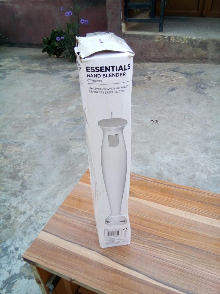 ESSENTIALS C17HBW19 Hand Blender